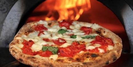 """""""Pizze gratis per chi non arriva a fine mese"""": ecco dov'è il locale che aiuta i bisognosi"""